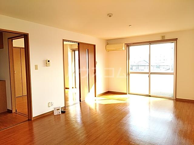 カトレア 303号室のリビング