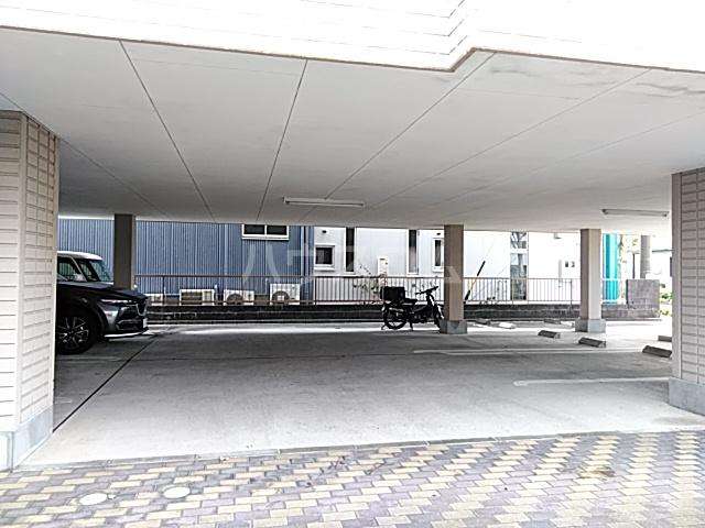 リバティ 203号室の駐車場