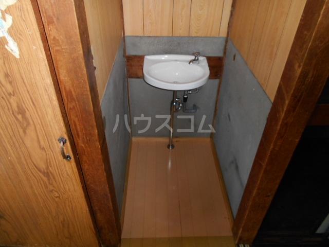 協和荘 201号室の洗面所