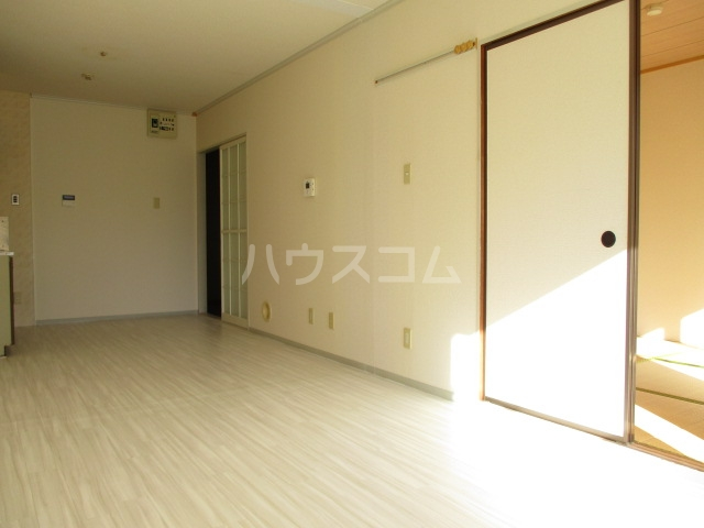 サニーコーポ富士見A 102号室のリビング