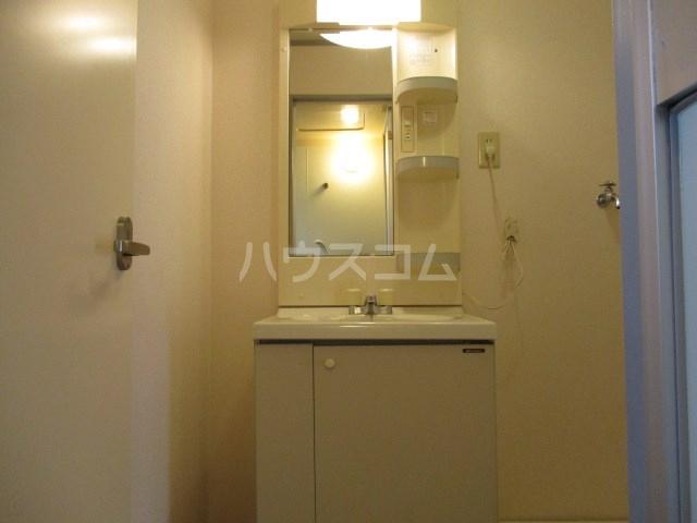 プリムローズ 203号室の洗面所