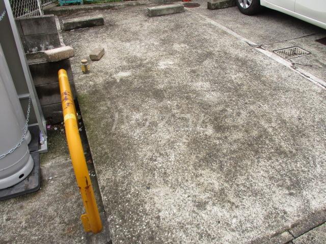 ガーデンヒル千葉寺 101号室の駐車場