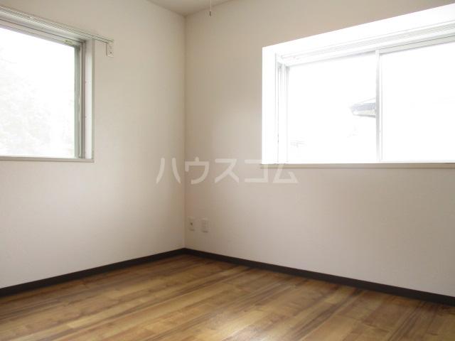 ガーデンヒル千葉寺 101号室のリビング