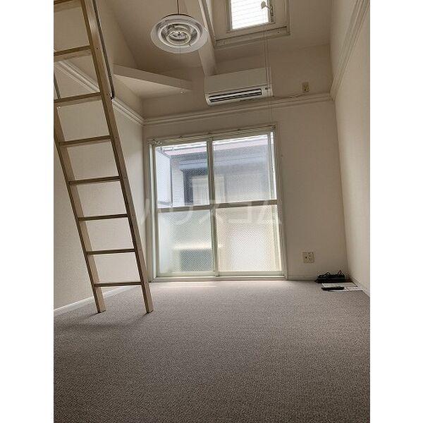 パレス桜第6 202号室のリビング
