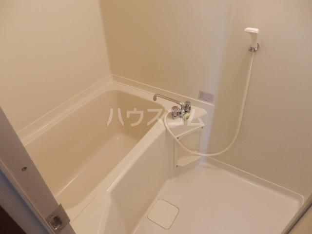 スカイコートウスイ 405号室の風呂