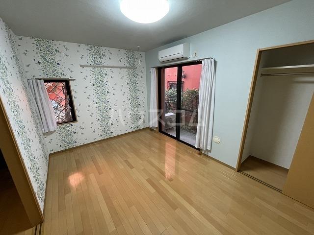 ルション・オクサワ 105号室のリビング