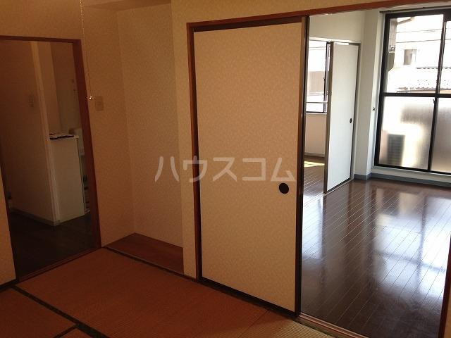 アビタシオン自由が丘 302号室の居室