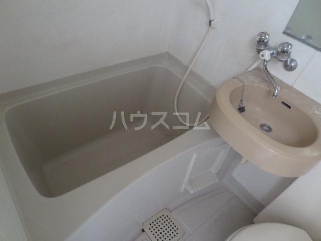 ワコーレエレガンス自由が丘 406号室の洗面所