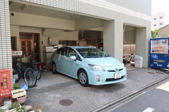 グリーンノア 3C号室の駐車場