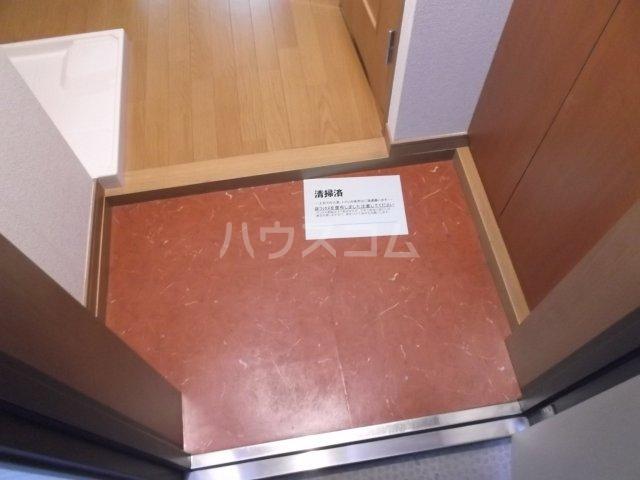 ユーズアーク明大前 102号室の玄関
