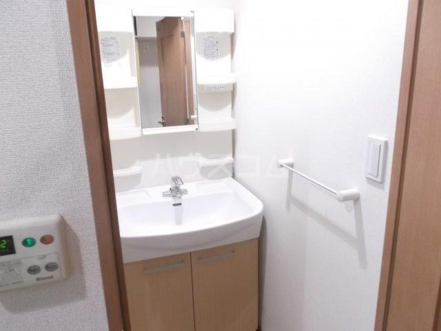 ユーズアーク明大前 102号室の洗面所