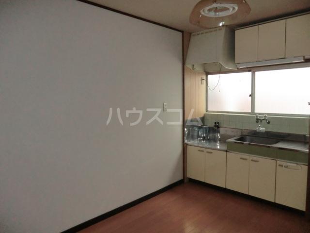 高砂ビレッジ 102号室のキッチン