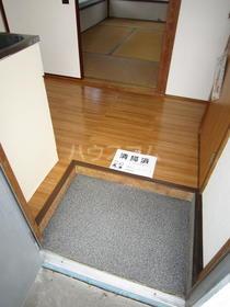 白樺荘 204号室の玄関