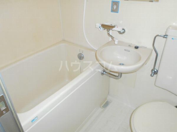 柳屋ビル 303号室の洗面所