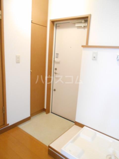 クレールN 302号室の玄関