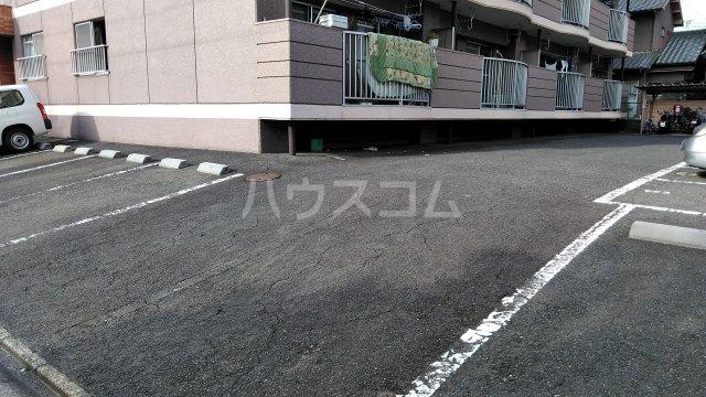 伊藤ハイツ 102号室の駐車場