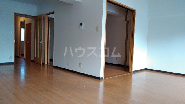伊藤ハイツ 102号室のリビング
