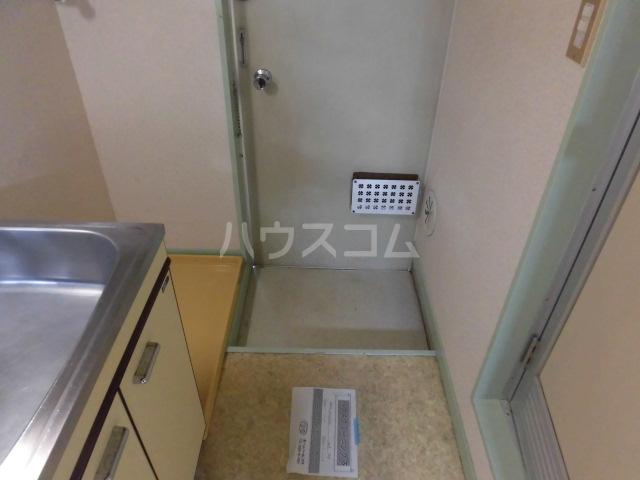 メゾンロビン 202号室の玄関