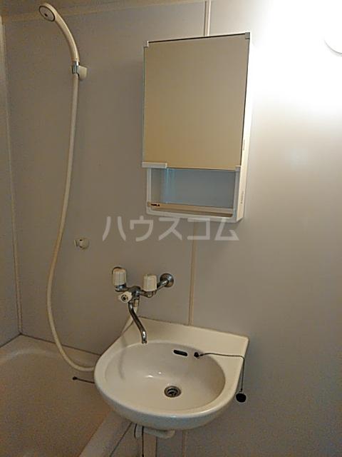 等々力フラワーガーデン 208号室の洗面所