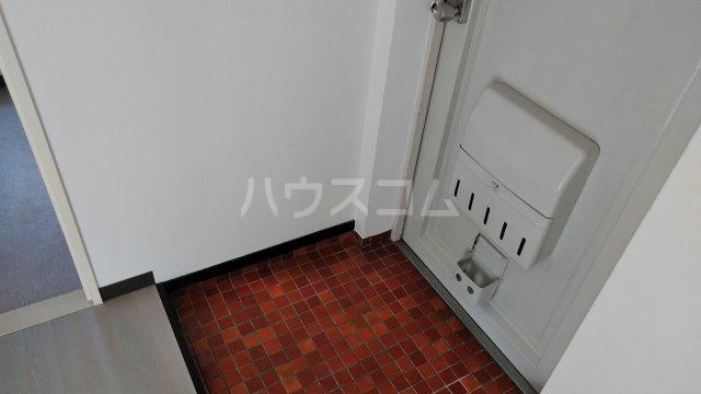 宝本宮ハイツ 501号室の玄関