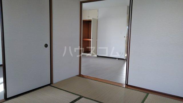 宝本宮ハイツ 501号室の居室