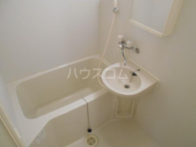 プリマヴェーラ世田谷 203号室の風呂