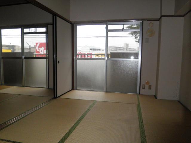 第2グランドハイツ服部 402号室の居室