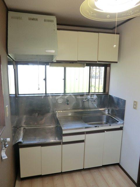 サンセイハイツ 202号室のキッチン