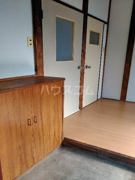 米井荘 205号室の玄関