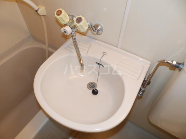 パレスフィールド西船 302号室の洗面所