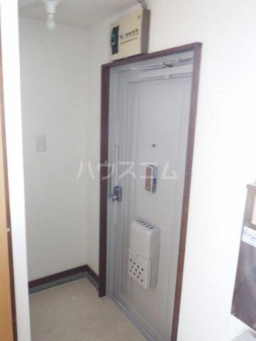 五香サンロードス 305号室の玄関
