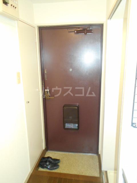 ファイン ロゼ 201号室の玄関