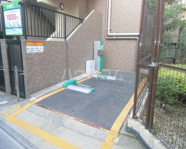 ファイン ロゼ 201号室の駐車場