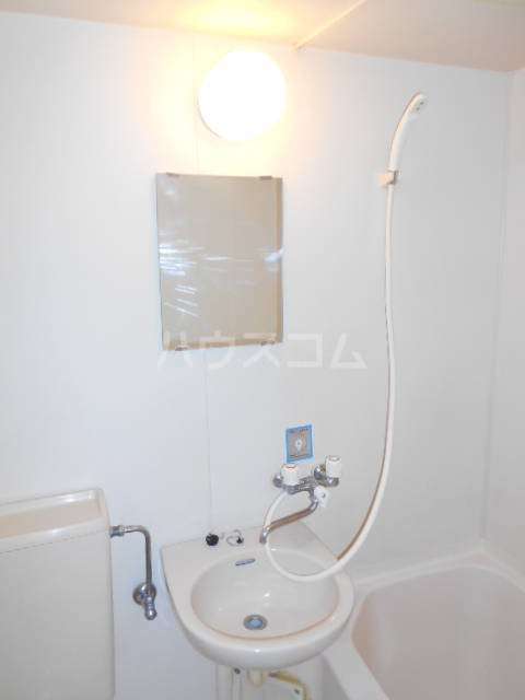 ファイン ロゼ 201号室の洗面所