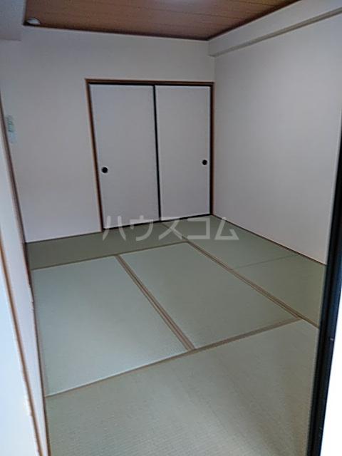 レーベン港 406号室の居室