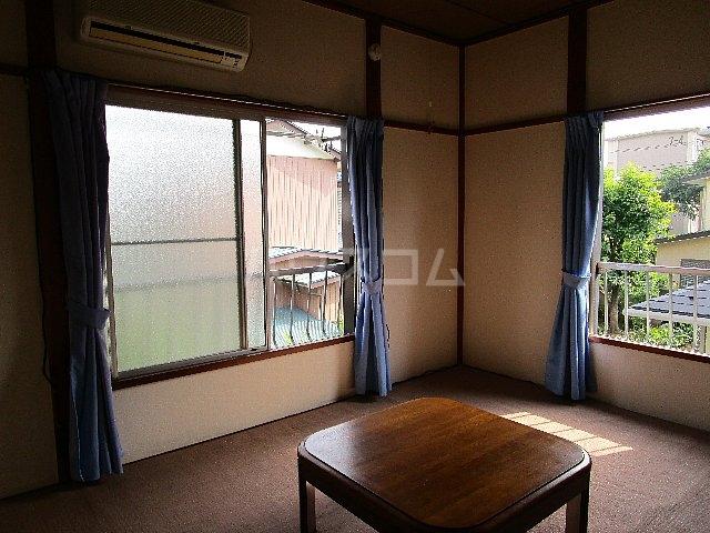 コーポ川崎 202号室のリビング