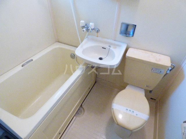 コーポ四季 202号室の洗面所