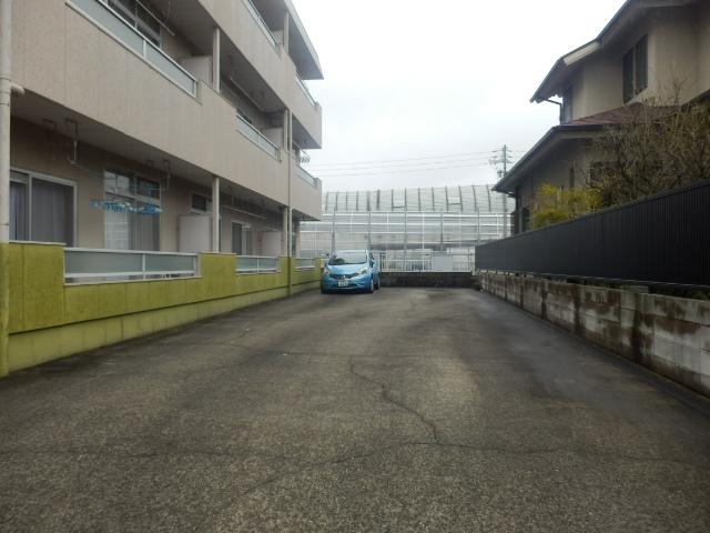 グリーンカーサ坂野 102号室の駐車場