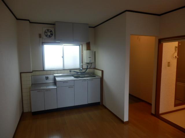 グリーンカーサ坂野 102号室のキッチン