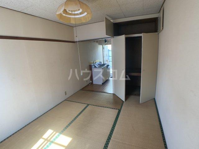 伊藤ハイツ 201号室の居室