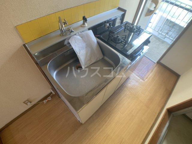 伊藤ハイツ 201号室のキッチン