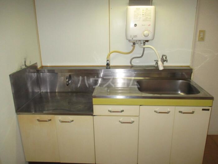 神取ハイツ 202号室のリビング