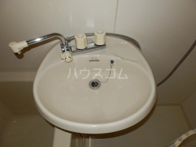 ベルコリーヌⅢ 206号室の洗面所