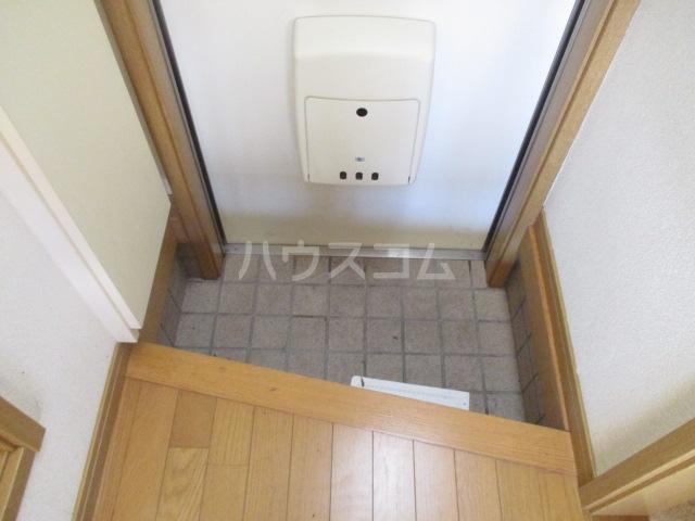 マ・メゾン 101号室の玄関