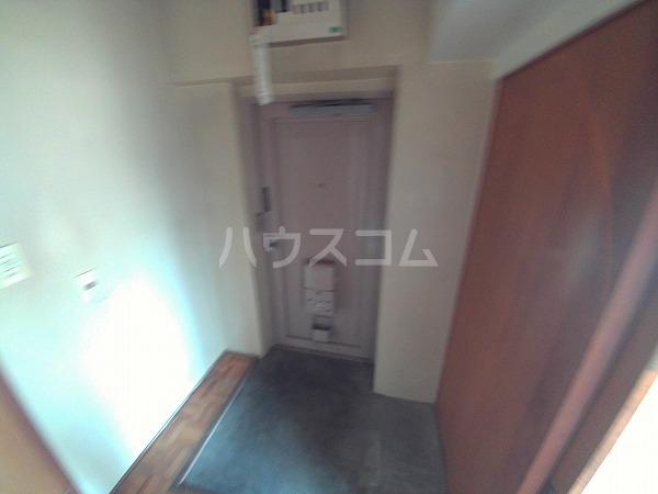 マンションTU 203号室の玄関