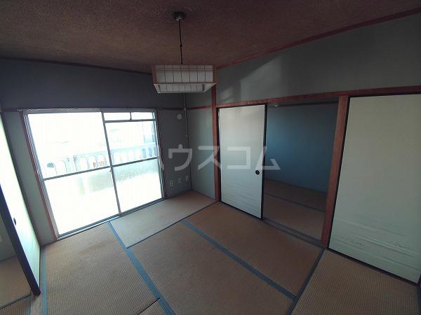 マンションTU 203号室の居室