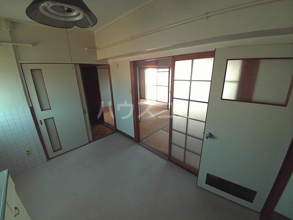 マンションTU 203号室のリビング