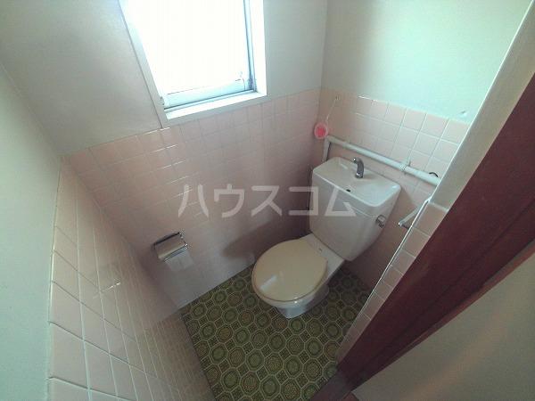 マンションTU 203号室のトイレ