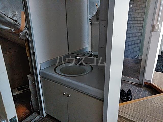 ドムス神山 B1号室の洗面所