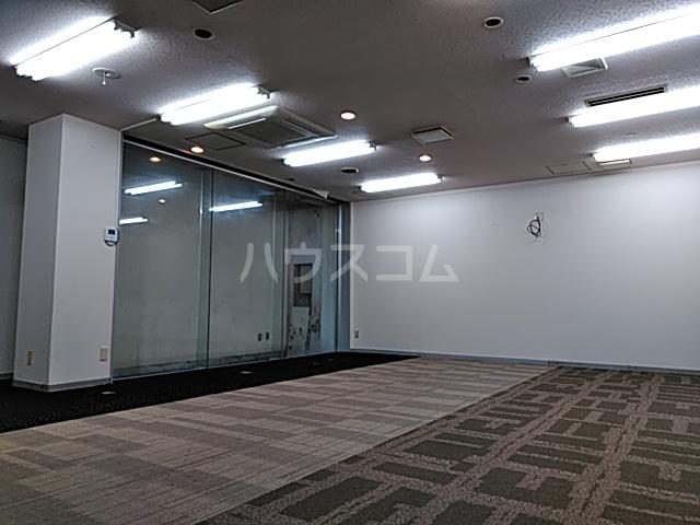 ドムス神山 B1号室のエントランス